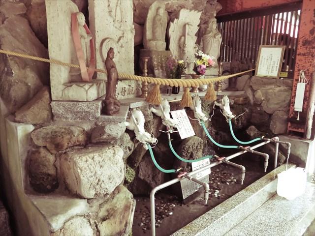 """【奇跡の霊水】水の王国富山でも特別な""""穴の谷の霊水""""を汲みに行ってきた結果"""