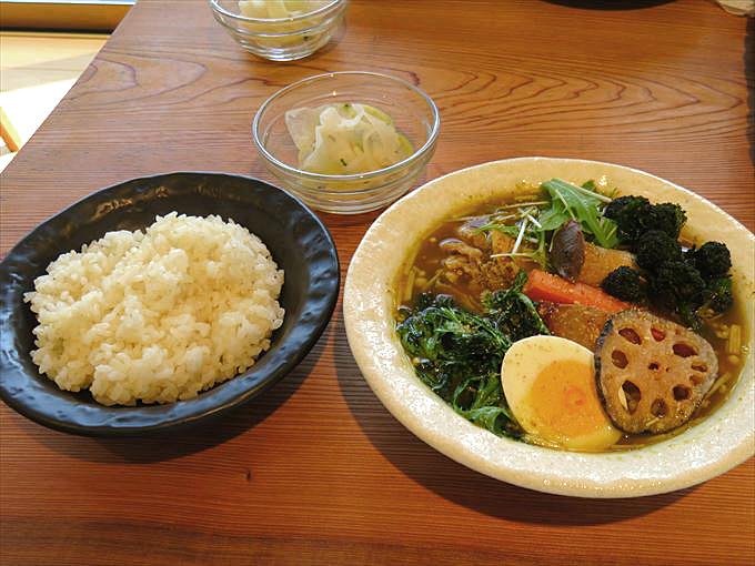 【カレー食堂コロポ】富山の大地をいただく絶品スープカレー