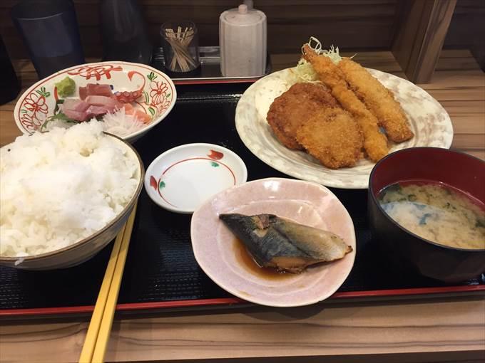 お刺身とミックスフライ定食
