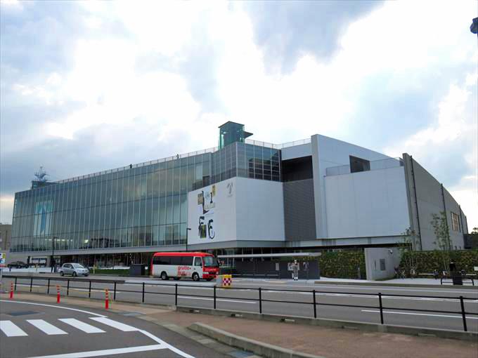 富山県美術館の外観