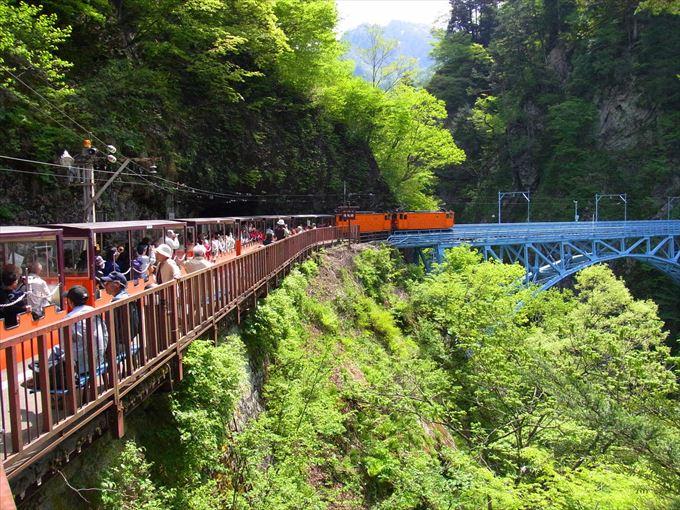 トロッコ電車で黒部ダムまで行く裏技!しかも欅平駅から無料で利用可