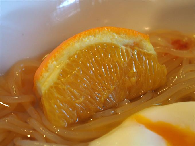 盛岡冷麺のオレンジ