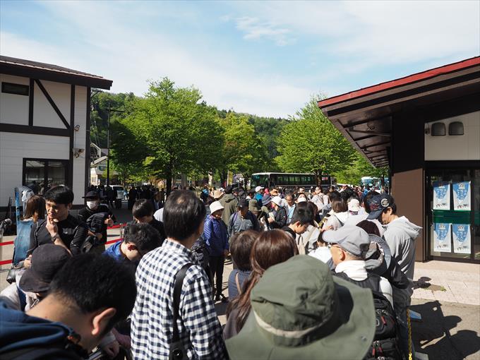 立山駅の行列