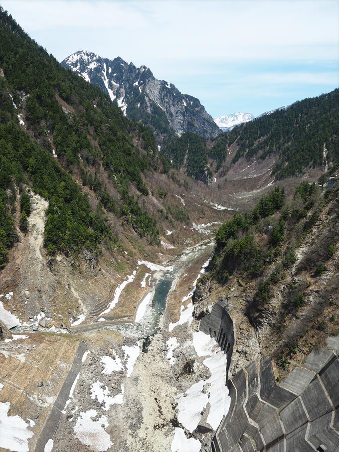 黒部ダムの川