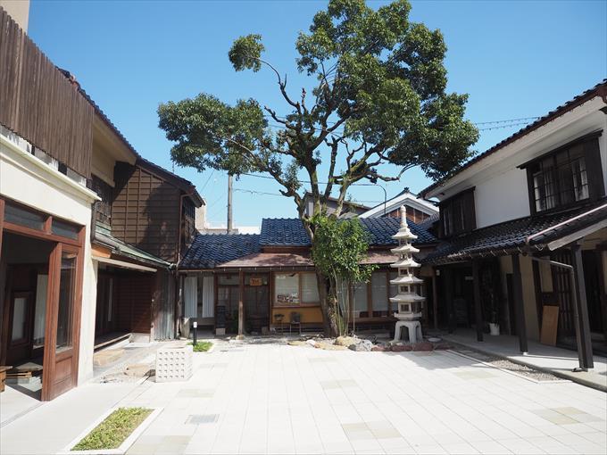 山町ヴァレー中庭