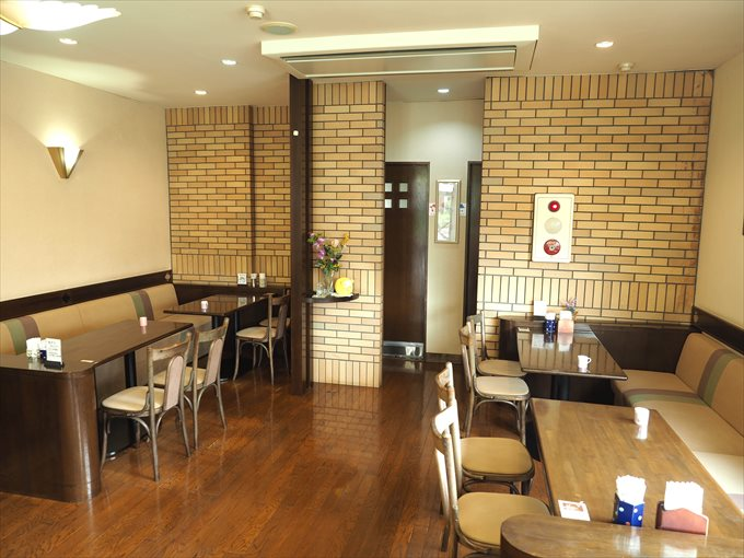 喫茶店テーブル