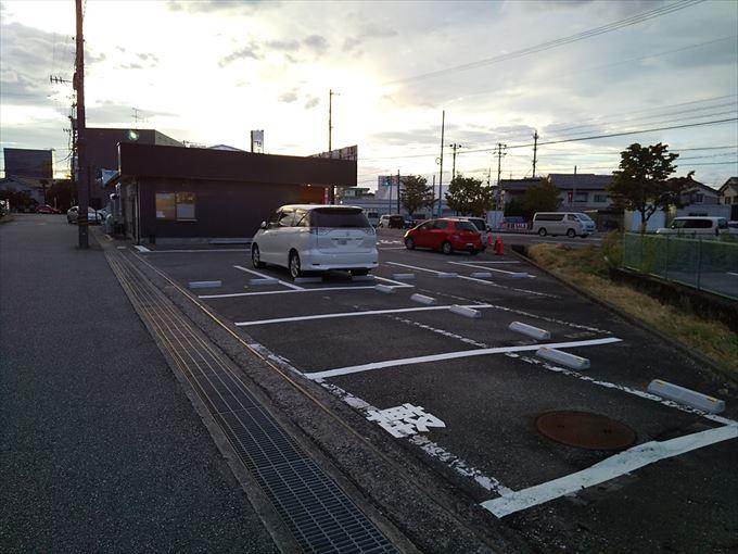 麺屋達掛尾店の駐車場